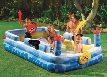 Piscine gonfiabili per bambini un parco giochi acquatico nel